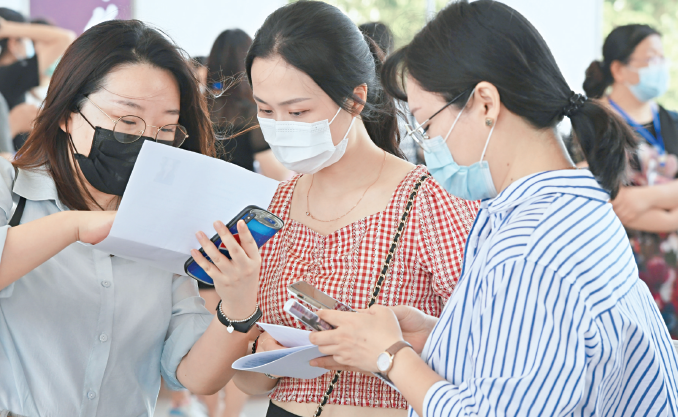 武汉高校毕业生现代制造业专场招聘会举行