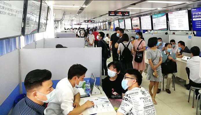 直击广州今年首场现场招聘会:岗位数是求职者5倍